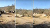 En la siguiente nota, mirá el video que muestra como un auto del Rally Tucumano se despistó y chocó contra el público. No hubo heridos.