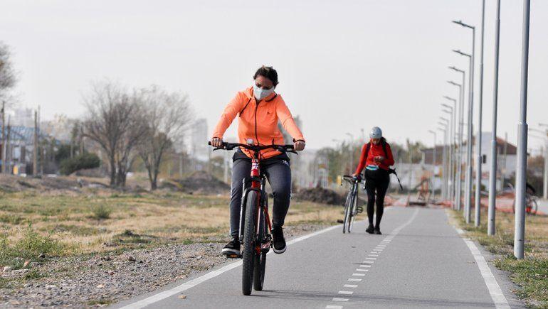 Se movilizan para que los ciclistas respeten las señales viales