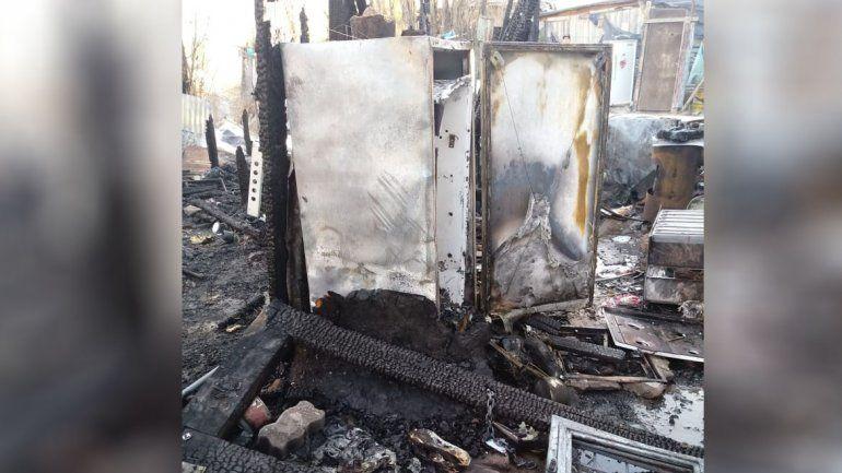 Se incendiaron dos casillas en la Toma 7 de Mayo y quedaron dos familias en la calle