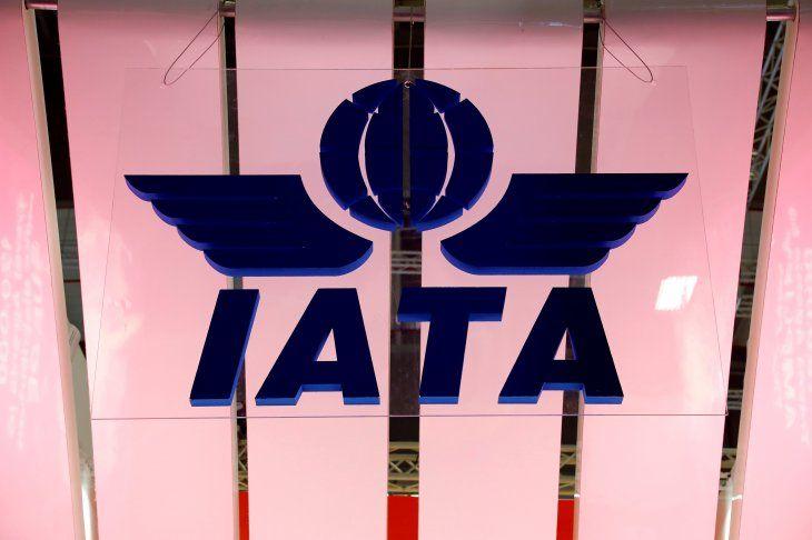 FOTO DE ARCHIVO: Logotipo de la Asociación Internacional de Transporte Aéreo (IATA) en la Feria Internacional de Turismo ITB en Berlín