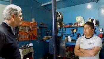 En su campaña antibache, Monzani entrevistó a mecánicos