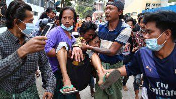 caos en myanmar: matan a tiros a dos manifestantes