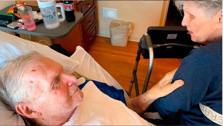 Tras 65 años juntos, mueren tomados de la mano en un asilo