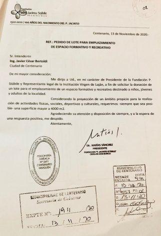 El pedido del terreno de 4000 m³ por parte de la fundación al intendente de Centenario.