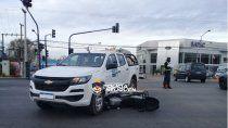 espectacular choque entre una moto y una camioneta