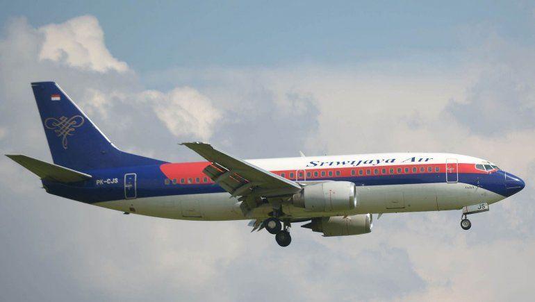 Desapareció un avión Boeing 737 tras despegar de Yakarta