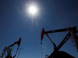 Foto de archivo: imagen de perforadoras de petróleo en la formación de hidrocarburos no convencionales de Vaca Muerta, en la provincia de Neuquén, Argentina. 21 ene, 2019.  REUTERS/Agustin Marcarian