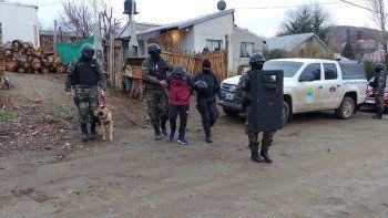 Detienen a un policía de Aluminé vinculado a una banda narco