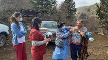el desafio de llevar la vacuna a zonas inhospitas entre mitos y miedos