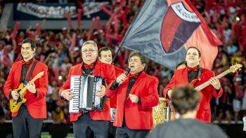 La canción de Los Palmeras también la canta el Albinegro.
