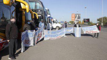 Transportistas resisten en los puentes por tiempo indefinido