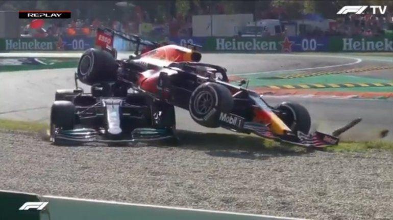 Video: el choque entre Hamilton y Verstappen y una nueva polémica