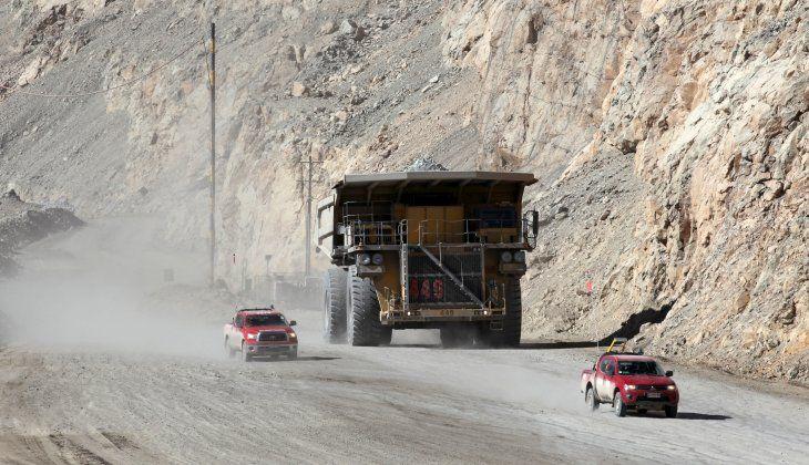 Imagen de archivo de un camión transportando mineral de cobre en la mina a tajo abierto de Chuquicamata