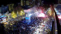 en vivo: los neuquinos festejan en el monumento la coronacion argentina