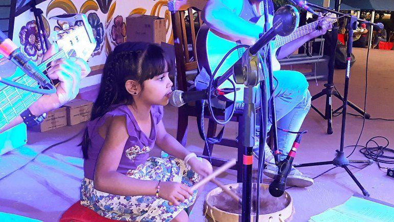 Con 6 años, Gala Gordillo es puro talento musical