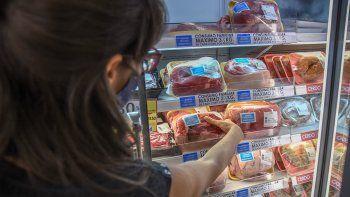 Suspenden exportación de carne vacuna para bajar los precios