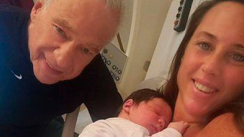 Alberto Cormillot inundó las redes sociales con fotos de su nuevo hijo