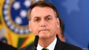bolsonaro fue internado por hipo, tras polemicas medidas