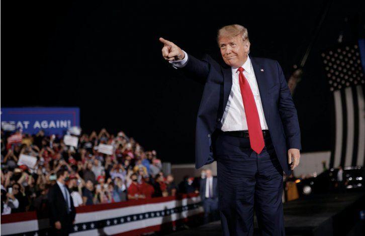 Trump y sus actos habrían provocado 30.000 contagios
