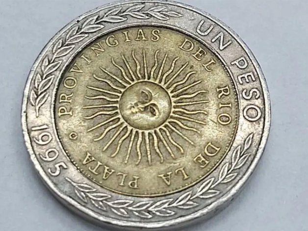 Por un error de ortografía, pagan en dólares por monedas de 1 peso