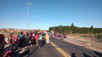 caos y bronca: organizaciones sociales cortan los puentes