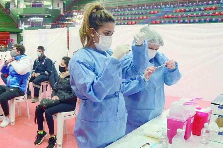El nuevo arribo de vacunas lo dio a conocer ayer el gobernador Omar Gutiérrez.
