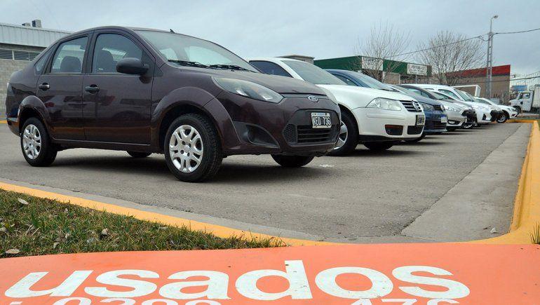 Cayó un 18% la demanda de autos usados en Neuquén: los más vendidos