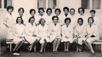 Milenna con maestras escuela N°2, Sra. Yolanda Soler de Castro, Sra. de Borgarello, Sra. de Azar, Blanquita Pielet, Beba Lastra, María Rosa Botti, entre otras.