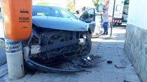 barrio belgrano: chocaron y terminaron sobre la vereda