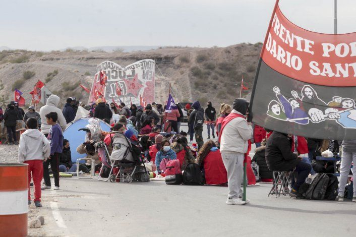 Los reclamos por trabajo se mudan de los puentes a la Avenida Argentina