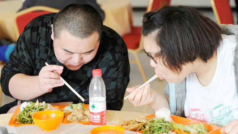 La adopción de alimentos occidentales y sodas contribuyó a la obesidad en jóvenes y niños asiáticos.