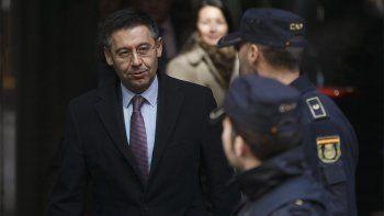 liberaron al expresidente del barcelona que hostigaba a messi