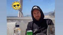 video: el almuerzo romantico de messi y antonella, con birra y canto argento