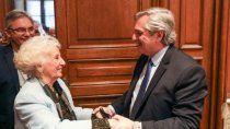 el presidente felicito a carlotto por sus 90 anos: enorgullece a todos con su ejemplo