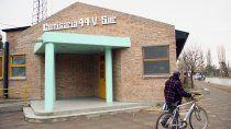 policia neuquino baleo a un joven en valentina sur: esta en estado critico