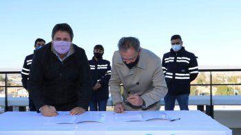 Gaido firmó el contrato de concesión con CALF por 20 años