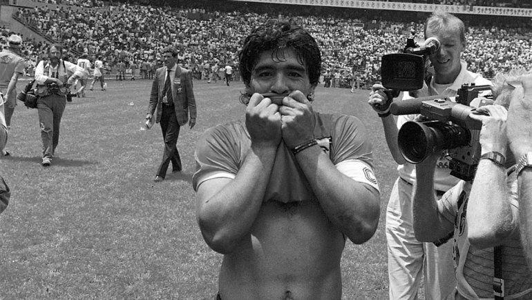 Conmoción mundial: murió Diego Maradona por un paro cardíaco