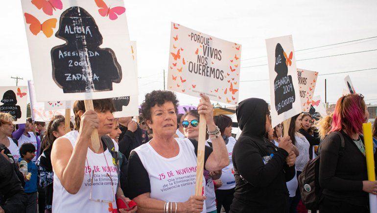 Caminata contra la violencia machista en el barrio Hibepa
