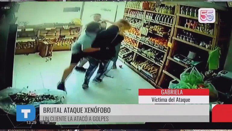 Video: golpeó a la verdulera porque no le gustó lo que le había vendido
