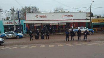 Tensión: petroleros se cruzaron a las piñas en Añelo
