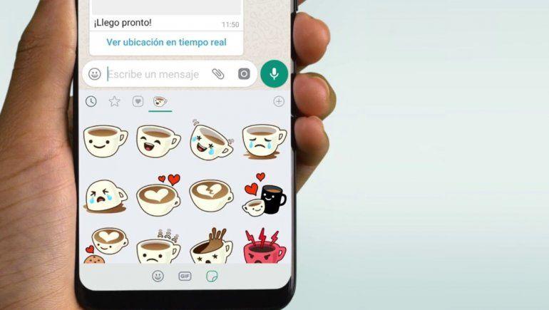 WhatsApp: stickers aparecerán según lo que escribas.