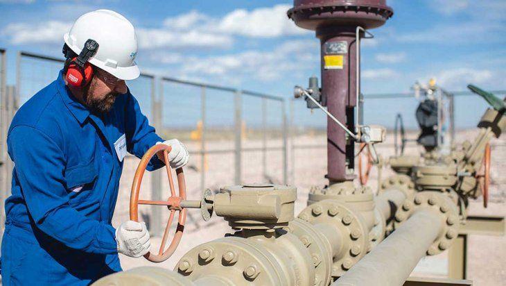La producción de gas en Vaca Muertapuede dar más respuestas a las necesidades del país. Así se evitaría importar más y presionar los dólares del BCRA.
