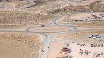gutierrez visito los avances de la obra de la ruta del petroleo