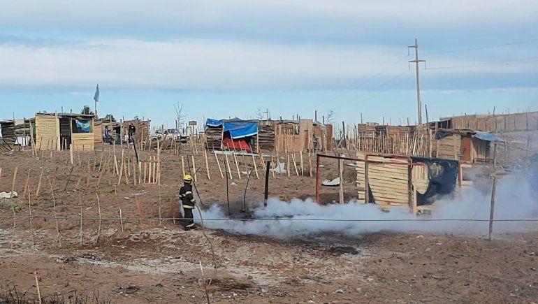 Tensión: incendios, barricadas y agresiones en las tomas de Centenario