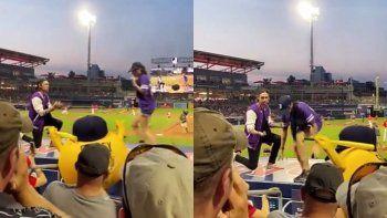 Viral: pidió casamiento en un partido de béisbol y le dijeron que no