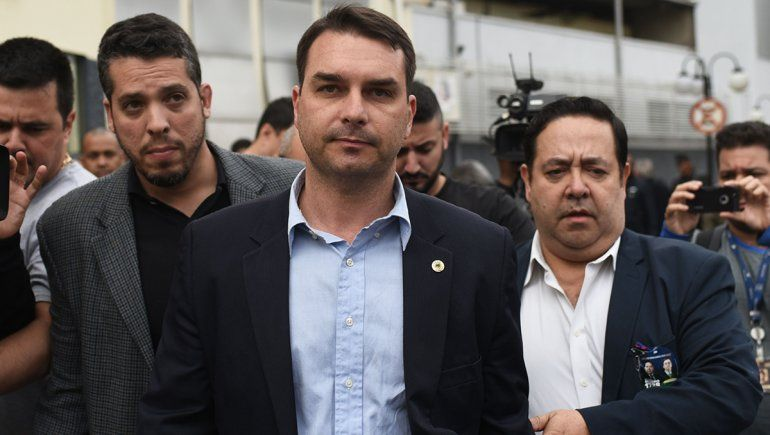 Denunciaron al hijo de Jair Bolsonaro por casos de corrupción