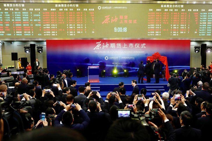 Ceremonia de lanzamiento de futuros de crudo de Shanghái en la Bolsa Internacional de Energía de Shanghái (INE)