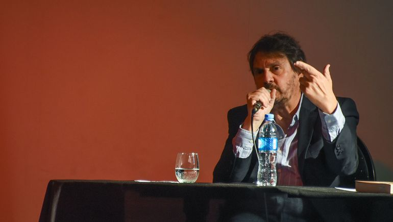 Feria del Libro: Felipe Pigna cerró un domingo a pura historia