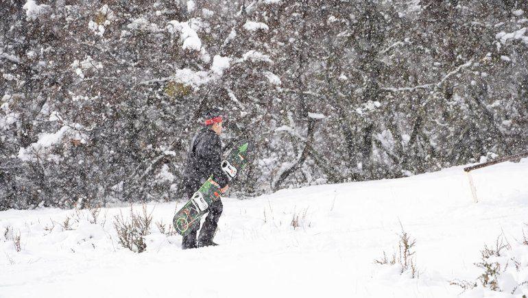 Llegó la nieve a la cordillera y se esperan señales para la temporada