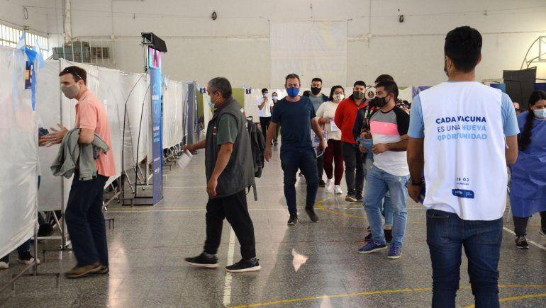 El día de las elecciones seguirá la vacunación en Neuquén